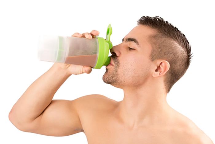 プロテインはどのぐらい飲めばいいの? 適切な摂取量とは?