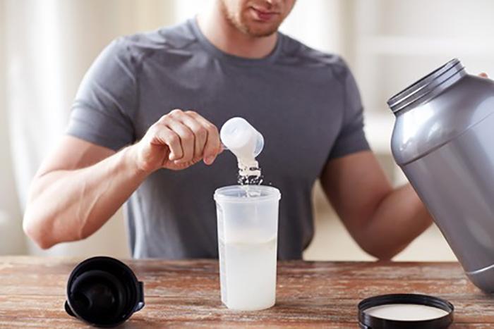 プロテインを牛乳で溶かして飲まない理由